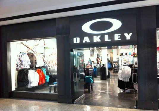 43c5b1103d72e Lojas Oakley em Orlando e Miami