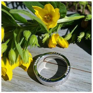 idejas laulību gredzeniem, briljanti, laulību gredzeni, saderināšanās gredzeni, gredzeni, zelta gredzeni, gredzeni ar briljantiem, gredzenu gravēšana