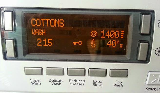 Hotpoint HULT 943 Washing Machine digital display