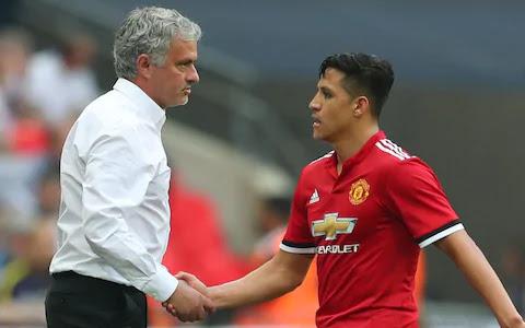 HLV Mourinho xác nhận tương lai của Sanchez