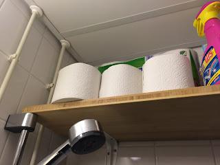 vessapaperia hyllyllä