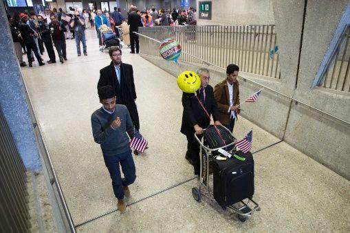 EEUU levanta prohibición de ingreso a refugiados de 11 países