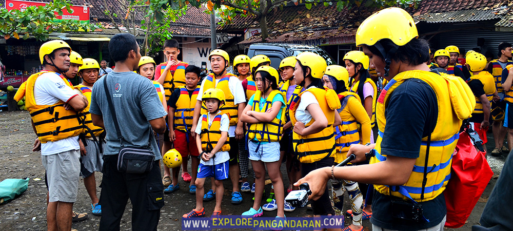 persiapan sebelum body rafting di green canyon