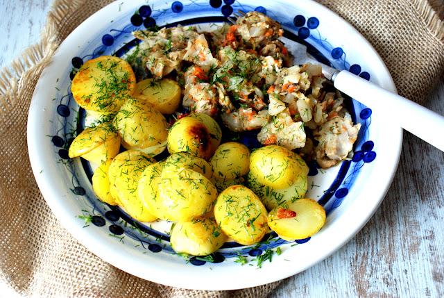 młode ziemniaki, młoda kapusta, skworcu sól himalajska różowa,skworcu pieprz ziołowy,polska kuchnia,ziemniaki z kapustą,