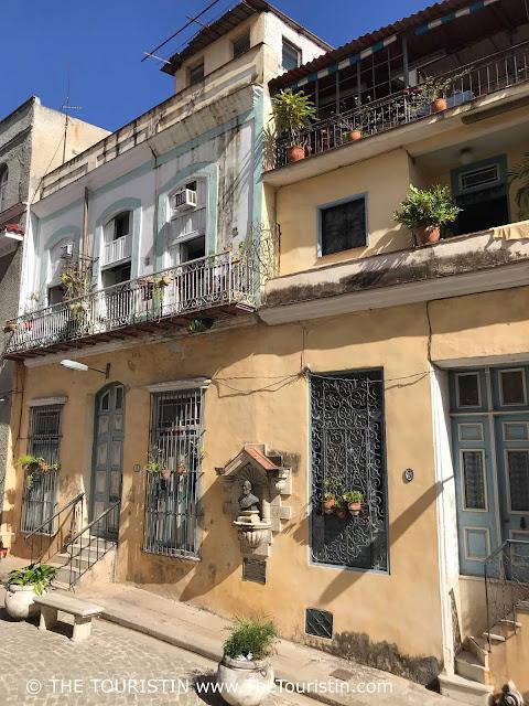 Plazuela de Santo Ángel Custodio vieja cuba touristin facades