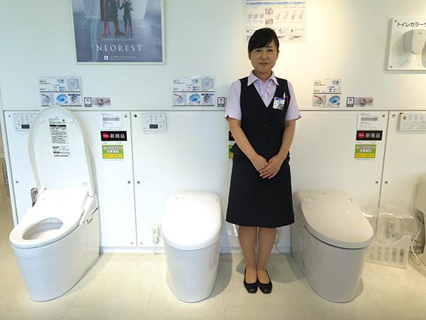 Washlet với điều khiển từ xa bởi Nhà sản xuất Nhà vệ sinh Nhật Bản Toto