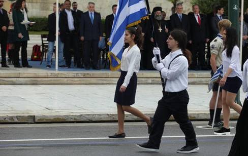 Δεν έχει ξαναγίνει: Δείτε πως παρέλασε μαθήτρια σήμερα στην Αθήνα!