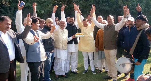 BJP leader Rajesh Nagar celebrates with party workers on election victory in Himachal Gujarat