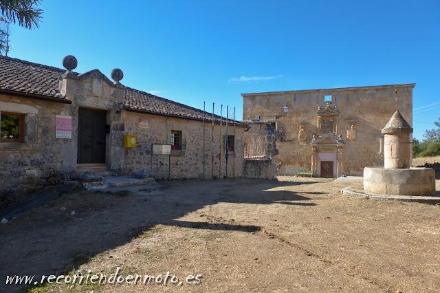 Ayuntamiento y Palacete, Navares de las Cuevas, Seg