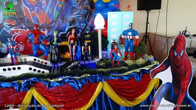 Festa Super Heróis - Decoração de mesa forrada com pano de cetim