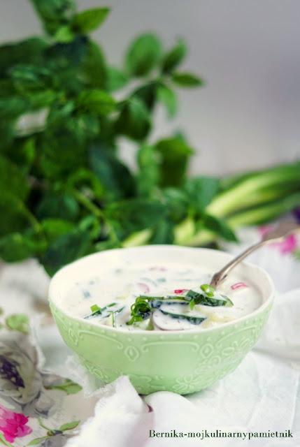 chlodnik, zupa, ogorki, jogurt, lato, bernika, upal, kulinarny pamietnik