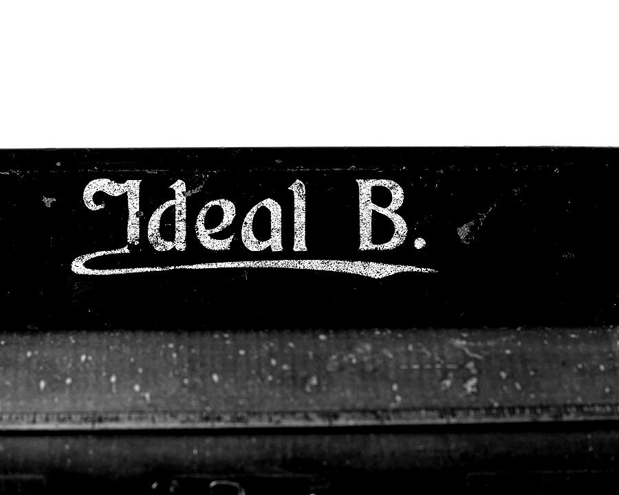 Blog + Fotografie by it's me! - fim.works - Ideal B Schreibmaschine, Schriftzug