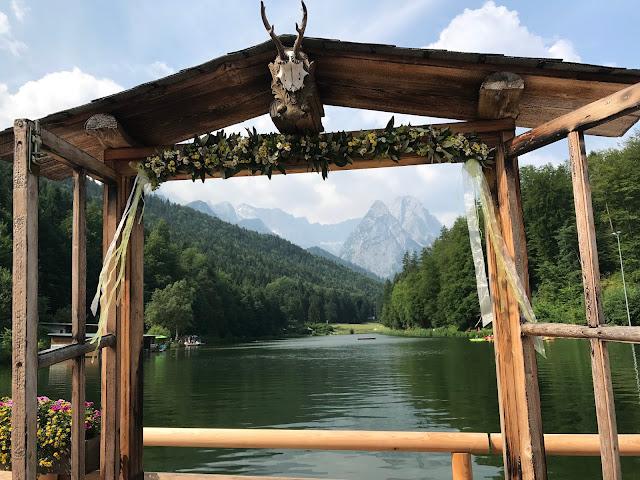 Beste Aussichten Foto-Fenster, Hochzeit in Gelb, Sommer, Sonne, Natur, Sommerhochzeit am See in den Bergen, Riessersee Hotel Garmisch-Partenkirchen, Hochzeitsplanerin Uschi Glas