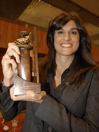 Foto de Gabriela Sabatini con premio ganado
