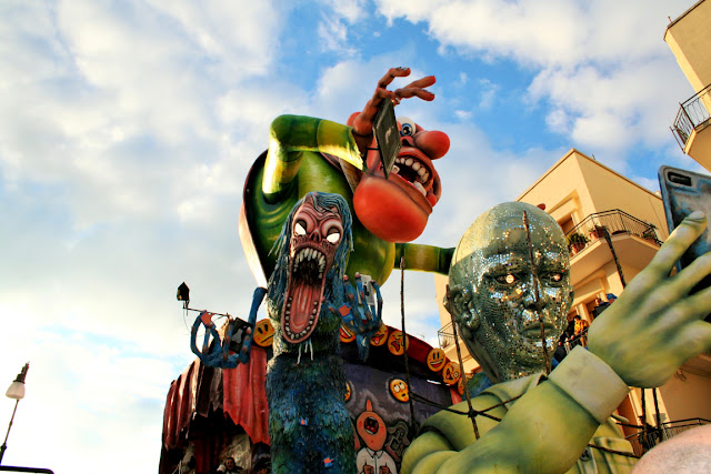 carro di carnevale, città di Putignano, carnevale