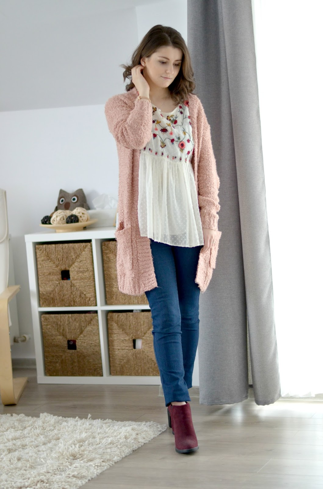 floral spring blouse with jeans and cardigan