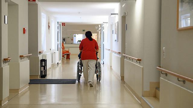 """EE.UU.: Una enfermera llama a """"sacrificar"""" a los hijos de mujeres blancas echándolos """"a los lobos"""""""