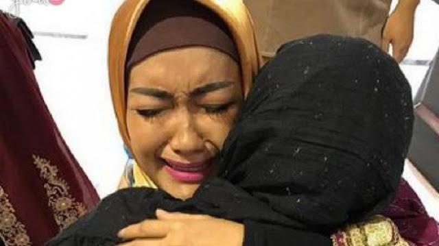 Walau Beda Agama, Sosok Inilah yang Justru Mendorong Jupe Untuk Mengenakan Hijab