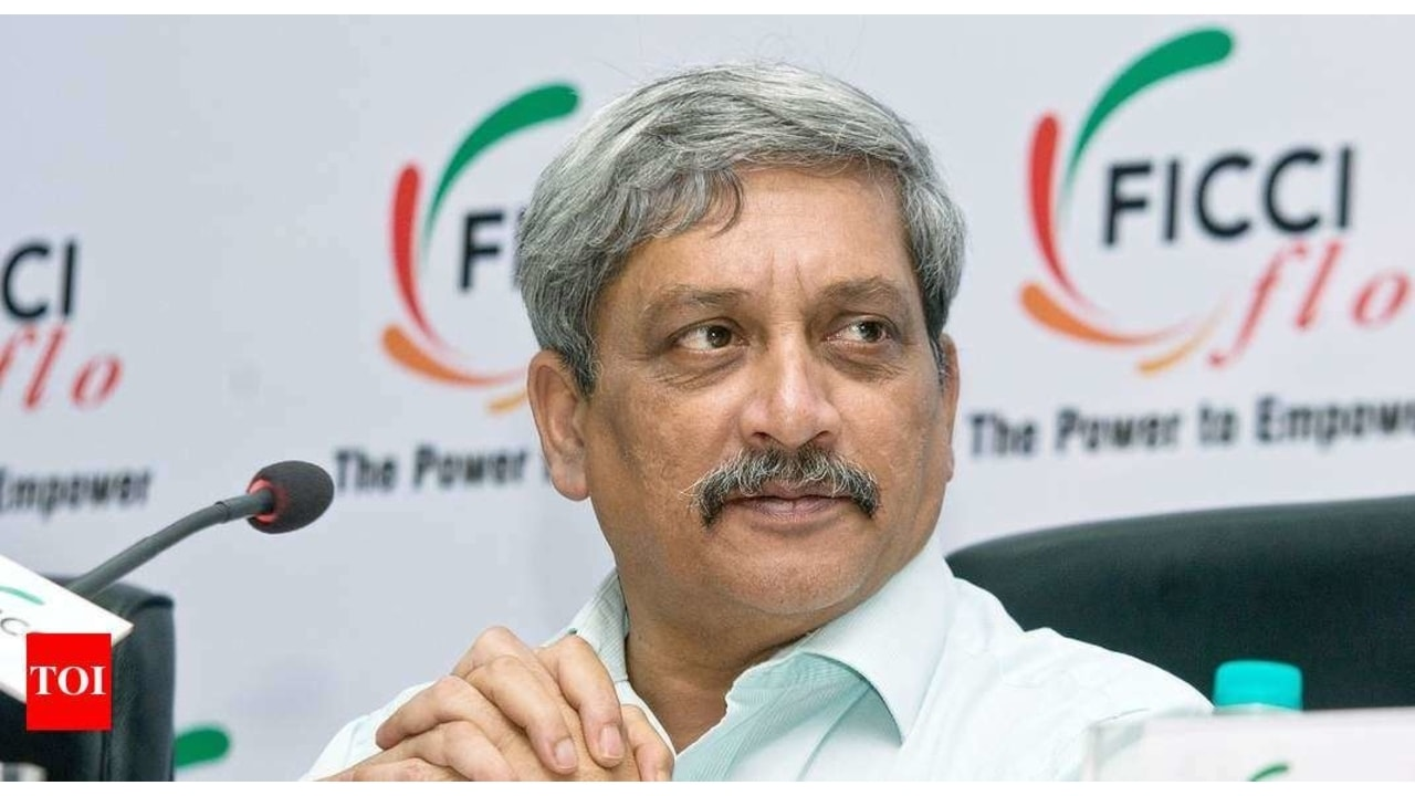 Manohar Parrikar Wiki, Age, Biography, Death, Wife, Family & More
