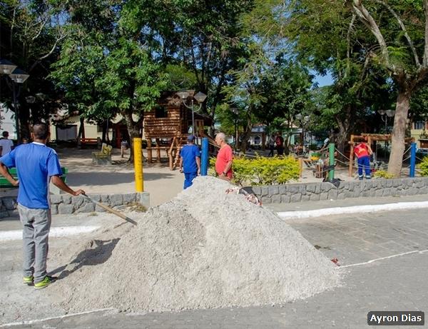 Prefeitura revitaliza parque infantil no centro de São Pedro da Aldeia