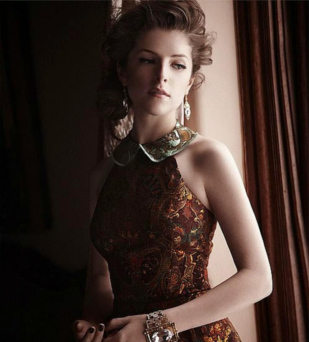 Hollywood Actress Anna Kendrick Wallpaper