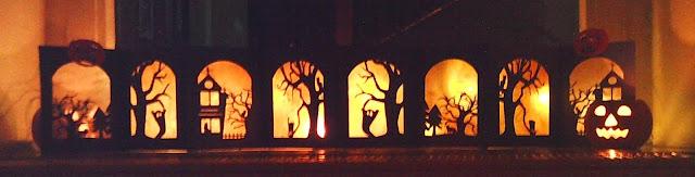 beleuchtetes Halloween-Leporello abends