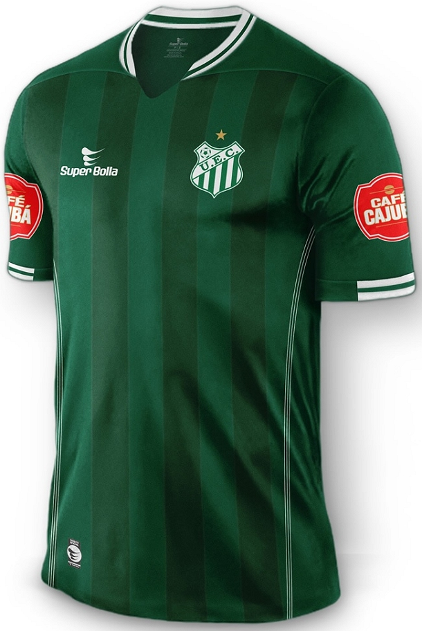 451d99667e26d A camisa reserva é branca com detalhes em verde na gola, nos punhos e nas  laterais do uniforme.