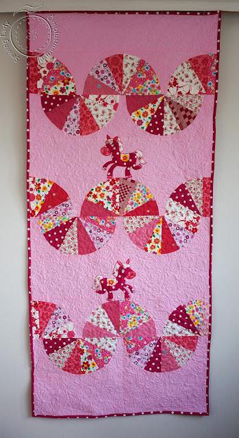 girls quilt, pink horse quilt