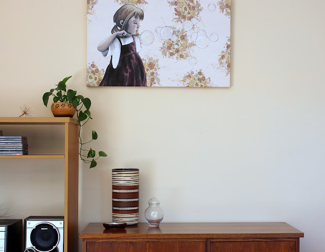 home decor with indoor plant, vintage pieces and art