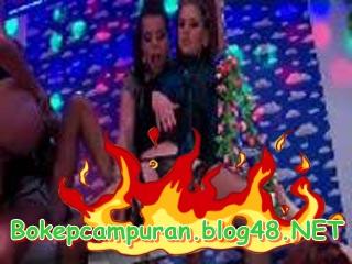 Bokep Barat More Lesbi Piss Party