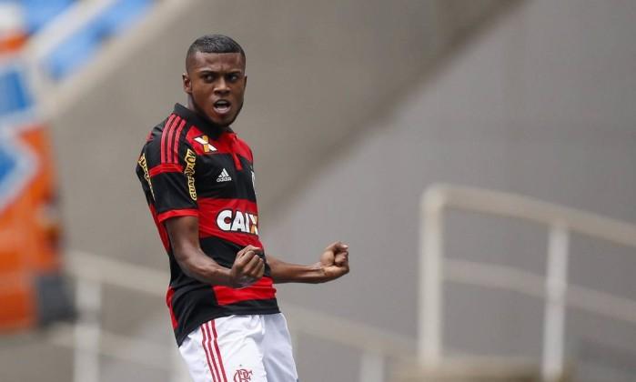 Dores musculares tiram Cirino de treino do Flamengo e atacante deve ser  desfalque. f694397647142