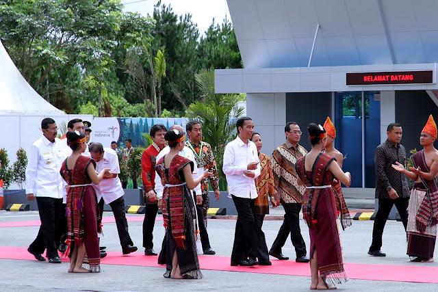 Resmikan Bandara Silangit, Presiden Jokowi Minta Runaway Diperpanjang Lagi