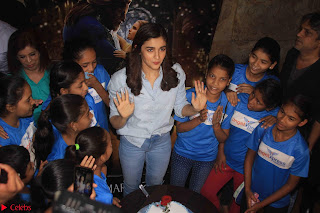 Alia Bhatt in Denim and jeans with NGO Kids 02.JPG