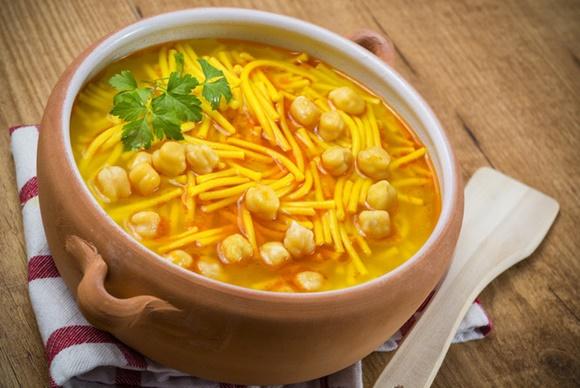 Sopa De Garbanzos Y Fideos