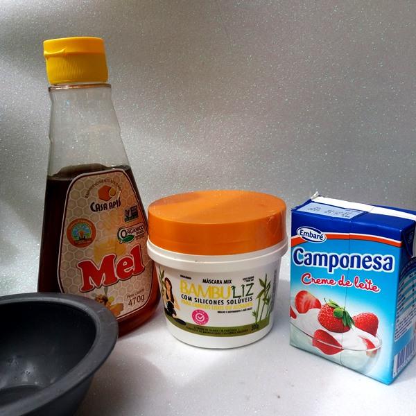 Hidratação-capilar-poderosa-com-máscara-Bambuliz-da-Nova-Muriel-creme-de-leite-mel