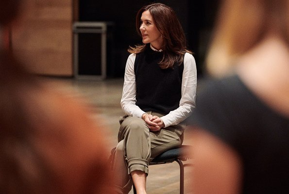 Crown Princess Mary visited Copenhagen DR Koncerthuset and there, she watched Danish National Girls Choir rehearsals