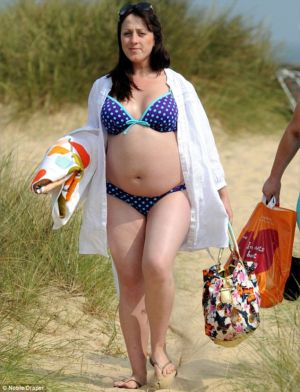 Pics of pregnant women in bikinis