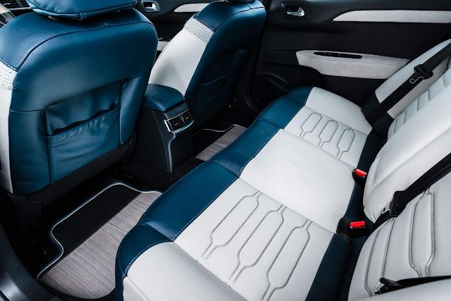 Citroen C4 Lounge Sportmarine - interior - espaço traseiro