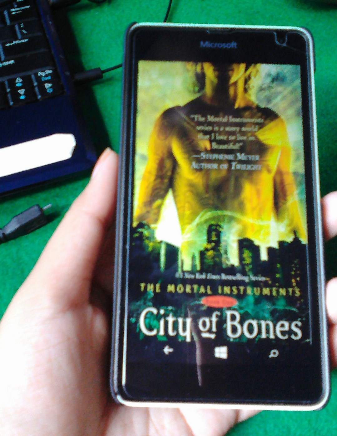 the city of bones book summary City of bones: the mortal instruments about the book city of bones: the mortal instruments by cassandra clare when fifteen-year-old clary fray heads out to the pandemonium club in new york city.