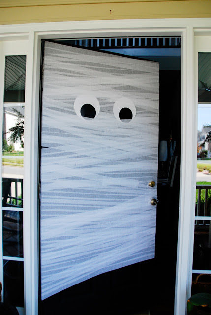 DIY Halloween Front Door Mummy