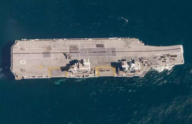 HMS Queen Elizabeth tampak atas