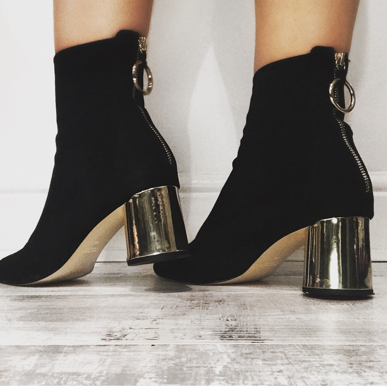 ZARA BLACK ANKLE BOOTS WITH GOLD HEEL AND ZIP DETAIL