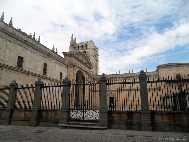 Catedral de Zamora vista desde la plaza de la Catedral