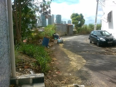 Moradores da Rua Macaúbas denunciam abandono do local