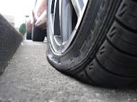 punktering på bildäck