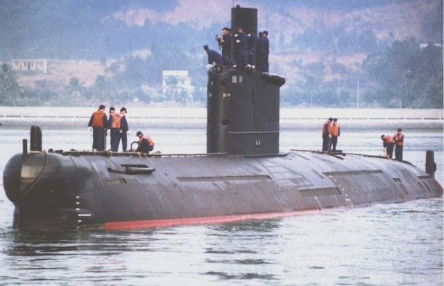 Image Attribute: Ming Class (Type 035G) Submarine. The Type 035 is a heavily improved redesign of the older Type 033 Romeo-class submarine, which were built in China from 1962 to 1984.