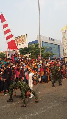 Parade Karnaval Khatulistiwa di Pontianak, Gambar diambil dengan smartphone