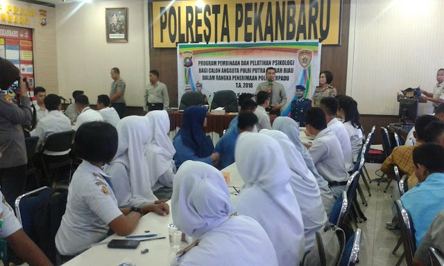 Polresta Pekanbaru Adakan Pembinan Pelajar Berprestasi Untuk Jadi Polisi