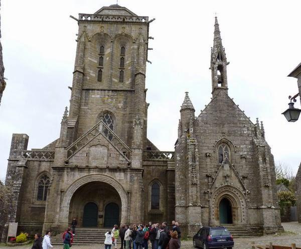 La Iglesia de St-Ronan y capilla de Pénity.