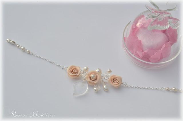 Bracelet romantique avec roses et cristaux